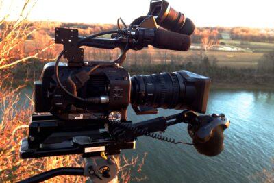 Nên mua máy quay phim của hãng nào tốt giữa Sony, Canon hay Toshiba