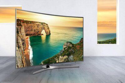 Nên mua tivi màn hình cong hay phẳng để coi phim HD