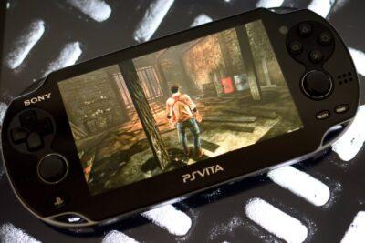 Nên mua máy chơi game cầm tay nào tốt giữa PS Vita và Nintendo 3DS