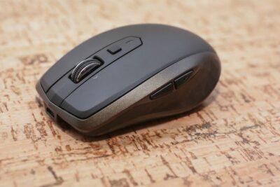 So sánh chuột không dây sạc pin Logitech hay Azzor N5 loại nào tốt hơn