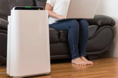 So sánh nên mua máy lọc không khí hay máy hút ẩm dùng tốt hơn