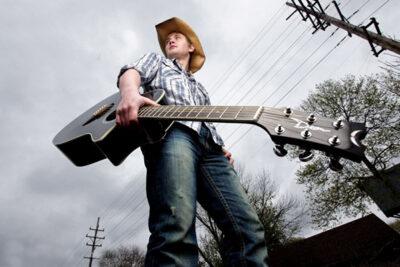 Tại sao con trai nên học chơi guitar?
