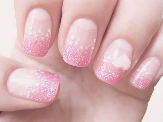 Màu hồng dịu dàng là màu sơn móng đẹp cho Thiên Bình