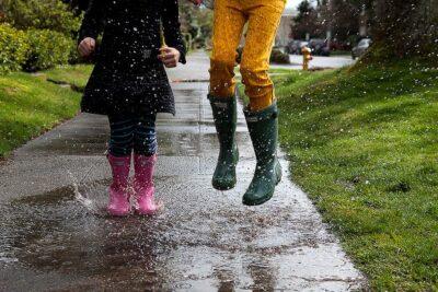7 cách bảo vệ bàn chân ngày mưa