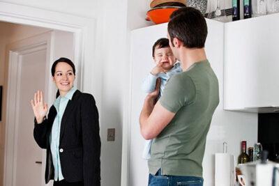 Đi làm sau tết, làm sao để bé không bám mẹ?