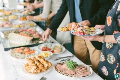 9 cách ăn buffet no bụng mà không sợ bị tăng cân