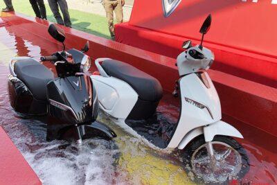 Xe máy điện có đi được trời mưa không? Gợi ý xe kháng nước tốt nhất