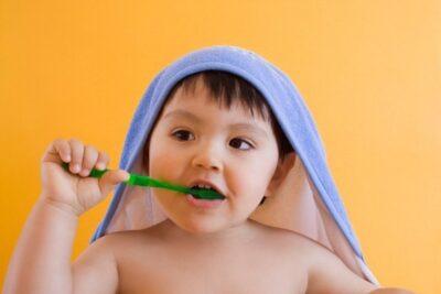 15 bàn chải đánh răng cho bé 1 tuổi thiết kế thông minh ngừa sâu răng