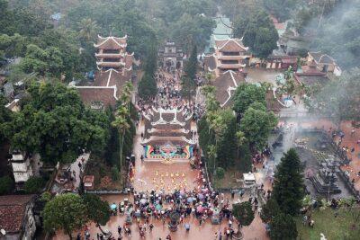 Kinh nghiệm đi lễ chùa Hương: Sắm mấy lễ, Cầu xin gì, Lưu ý kiêng kỵ