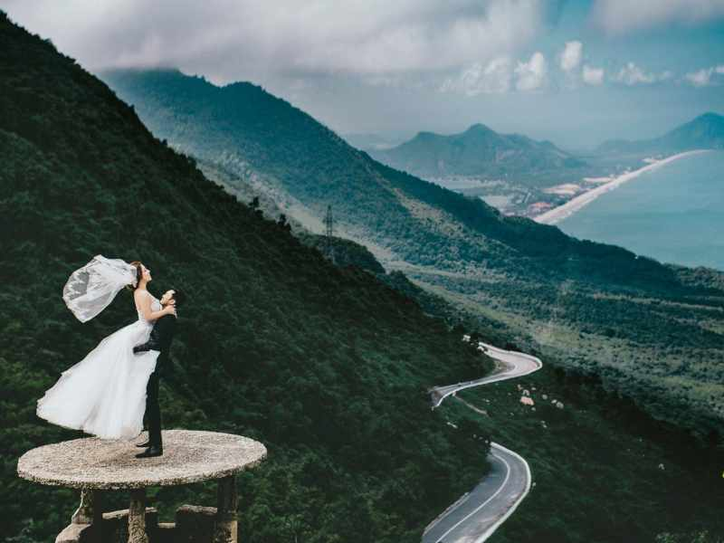 Đèo Hải Vân mây bay đỉnh núi hùng vĩ sừng sững