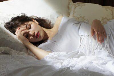 Có nên nịt bụng khi đi ngủ không? Lợi ích, tác hại và lưu ý cần biết