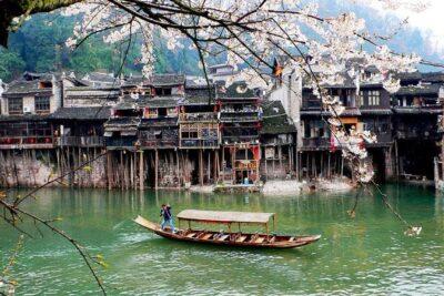 Phượng Hoàng cổ trấn mùa xuân có đẹp không, địa điểm nào view chất
