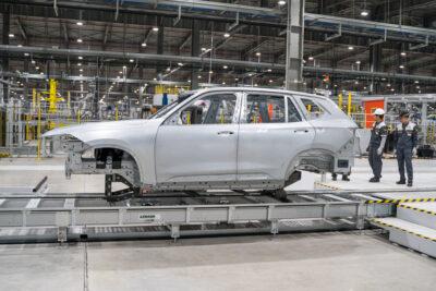 VinFast hoàn thành sản xuất thân vỏ xe LUX, SUV đầu tiên