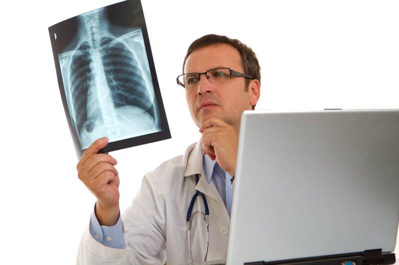 Tuân thủ phác đồ điều trị bệnh của bác sĩ