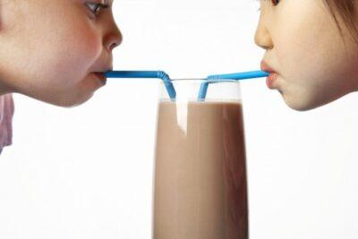 So sánh sữa Nestle và Meadow Fresh loại nào uống ngon bổ hơn