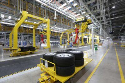 Một vòng dây chuyền lắp ráp xe VinFast – Yêu cầu vật liệu, mật độ mối hàn cao hơn cả xe BMW