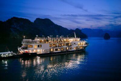 Bảng giá du thuyền Mon Chéri 2020 cập nhật kèm voucher ưu đãi hấp dẫn
