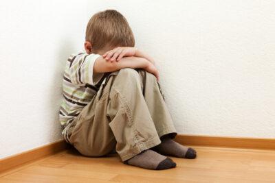 12 dấu hiệu trẻ tự kỷ 3 tuổi dễ thấy nhất mẹ đặc biệt lưu ý kỹ