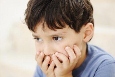 Bệnh tự kỷ ở trẻ có chữa được không, cha mẹ nên tìm hiểu những gì