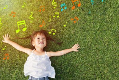 6 biểu hiện trẻ tự kỷ nhẹ dễ nhận biết nhất bố mẹ cần lưu ý kỹ