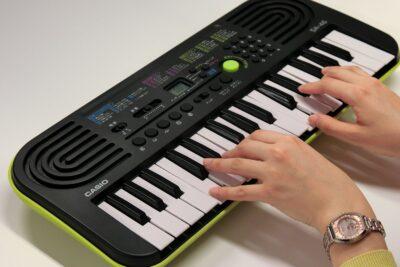 Đánh giá đàn organ mini Casio SA-77 có tốt không? 10 lý do nên mua