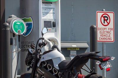 6 cách đi xe máy điện an toàn tốt bền tăng tuổi thọ và mẹo sử dụng