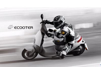 Bao nhiêu tuổi được đi xe máy điện? Có phải đội mũ bảo hiểm không