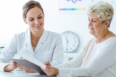 Có nên tầm soát ung thư vú không? Nhóm người nào nên khám định kỳ