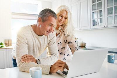 10 kinh nghiệm nên mua bảo hiểm nào cho bố mẹ, người lớn tuổi tốt nhất