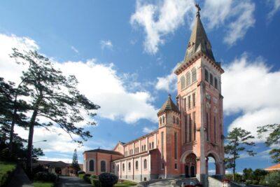 Review nhà thờ Con Gà Đà Lạt: Giờ mở cửa, Kiến trúc, Điểm checkin
