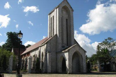 Review du lịch khám phá nhà thờ đá Sapa: Địa điểm, Lịch sử, Kiến trúc