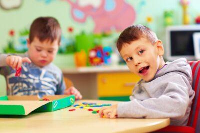 Báo cáo tỷ lệ trẻ tự kỷ Mỹ chẩn đoán gia tăng và nguyên nhân