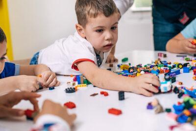 Bảng câu hỏi có thể giúp chẩn đoán chứng tự kỷ khi trẻ mới 1 tuổi