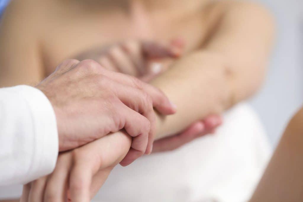 Bệnh Zona thần kinh thường xuất hiện những biểu hiện rõ nét trên da