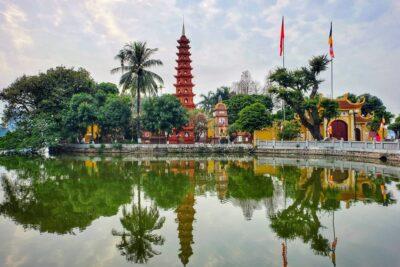 Kinh nghiệm đi lễ chùa Trấn Quốc: Sự tích, Giờ mở cửa, Cách cầu khấn