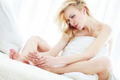Bà bầu phù chân tháng cuối có phải dấu hiệu sắp sinh, nguyên nhân là gì