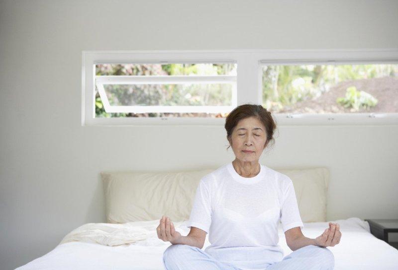 Chăm sóc người già mất ngủ cần cẩn trọng