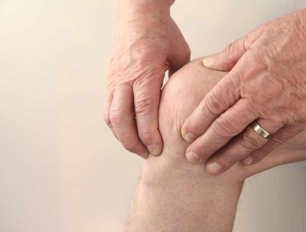 Cơ tay chân đôi khi bị co thắt gây ra hiện tượng chuột rút