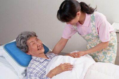 7 bí quyết chăm sóc người già tại nhà giúp tăng tuổi thọ, sức khỏe