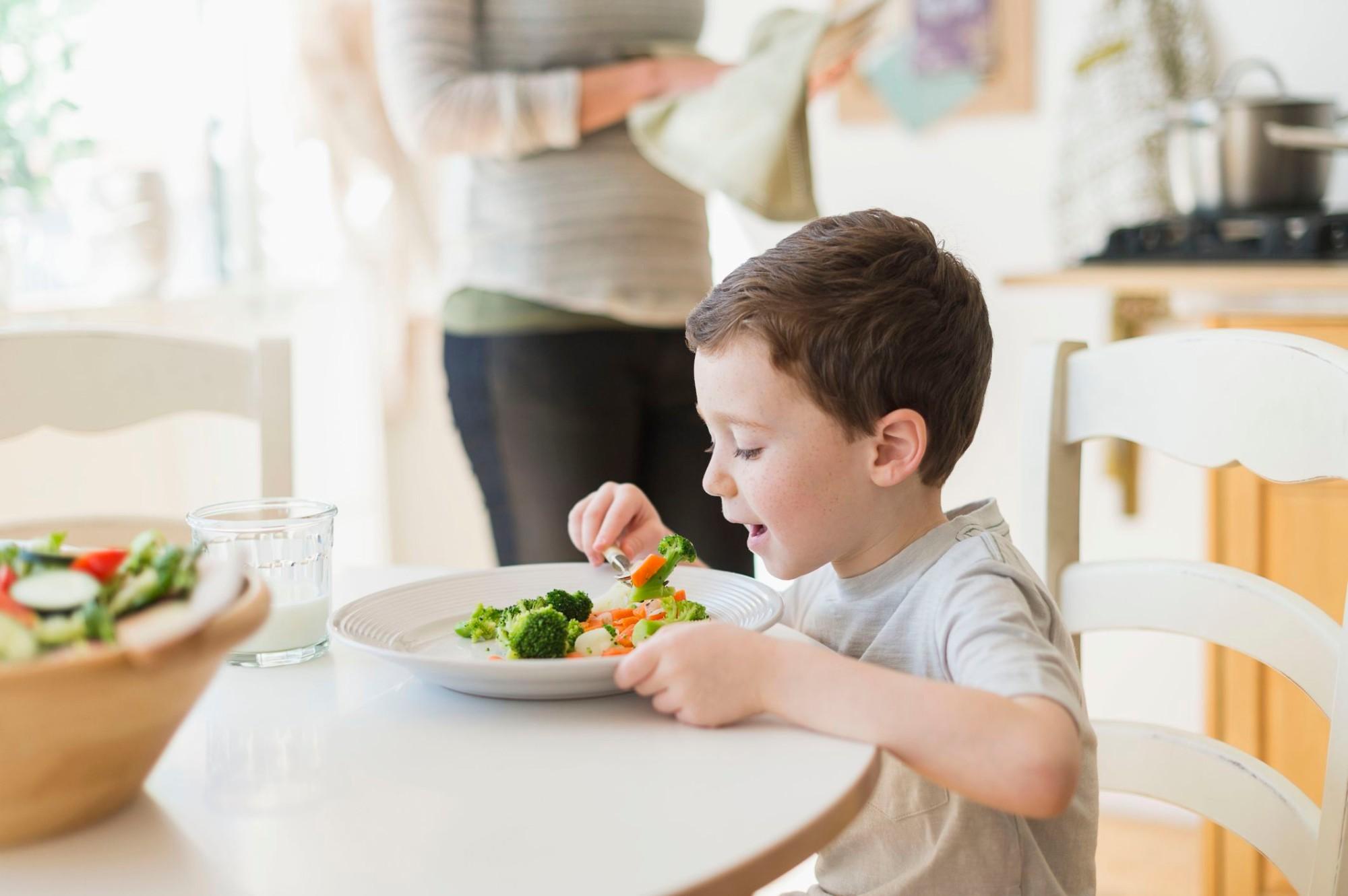 Chế độ ăn lành mạnh giúp trẻ tránh khỏi biến chứng bệnh tiểu đường