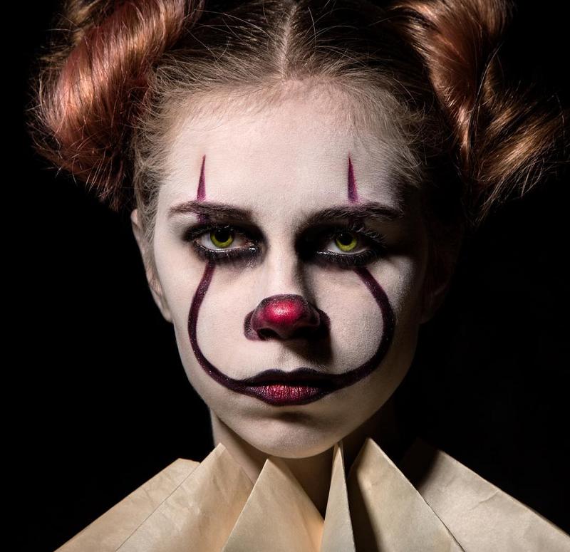 Bạn cũng có thể vẽ một khuôn mặt chú hề đáng sợ