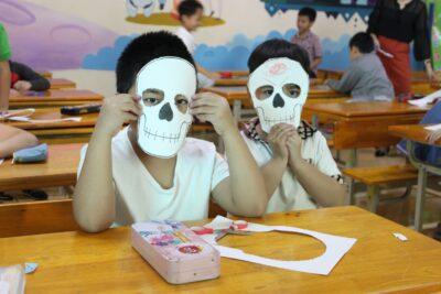 Hướng dẫn cách làm đồ hóa trang Halloween bằng giấy các bước chi tiết