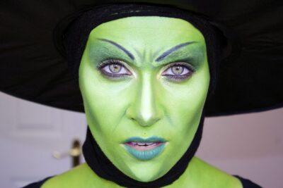 Hướng dẫn cách hóa trang thành phù thủy Halloween xinh đẹp ma mị