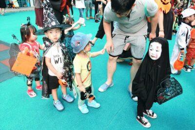 Hướng dẫn cách hóa trang Halloween thành vô diện cực kỳ đơn giản