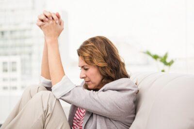 Cơ chế hội chứng tiền kinh nguyệt (PMS) gây lo âu, nguyên nhân và cách điều trị