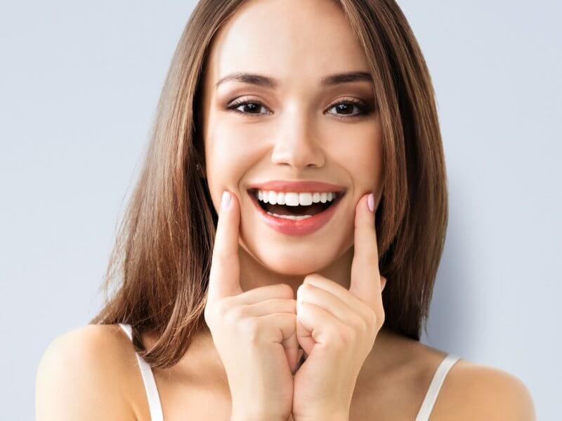 Tẩy trắng răng bằng công nghệ Whitemax hiện nay được sử dụng khá phổ biến