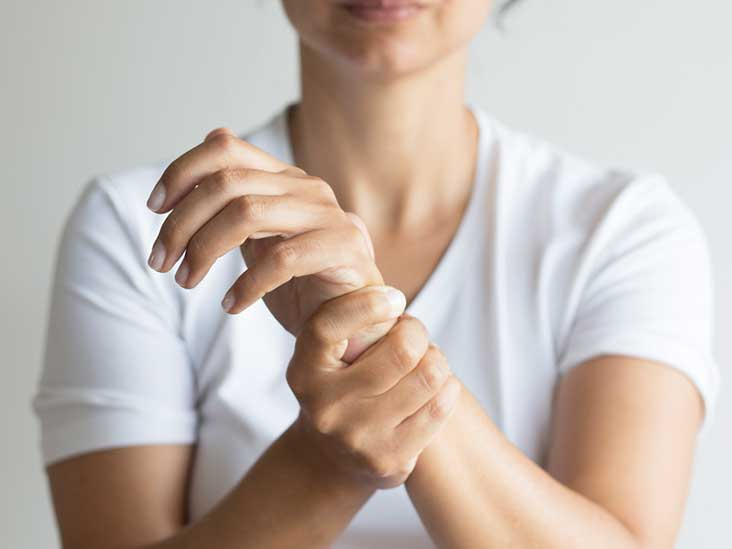 Bệnh đau khớp cổ tay sau khi sinh thường để lại nhiều biến chứng nguy hiểm cho người mẹ