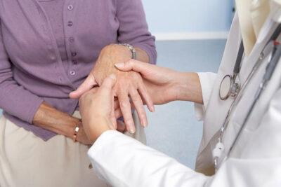 Tê bì chân tay đau mỏi vai gáy là gì, nguyên nhân và biểu hiện cụ thể