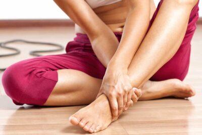 Đau lưng tê bì chân tay là bệnh gì, chữa khỏi được không, triệu chứng
