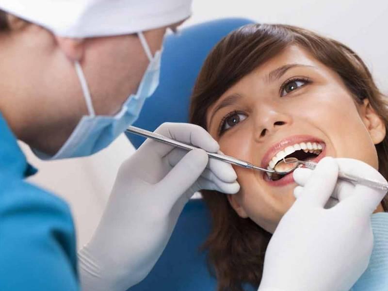 Thăm khám răng định kỳ để biết tình trạng sức khỏe hiện tại của răng miệng và được bác sĩ tư vấn tốt nhất (Nguồn: singaporeaesthetics.com)